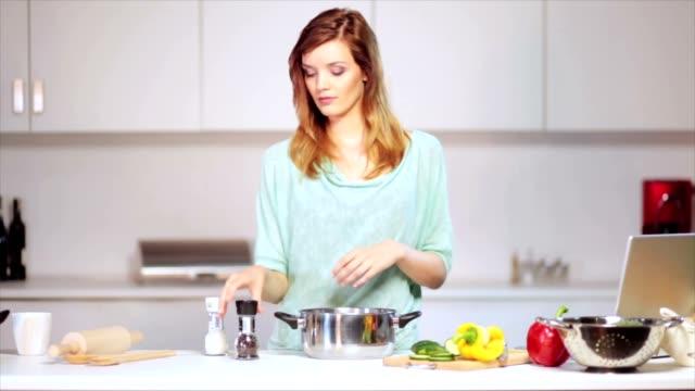 vidéos et rushes de alimentaire saine - goûter