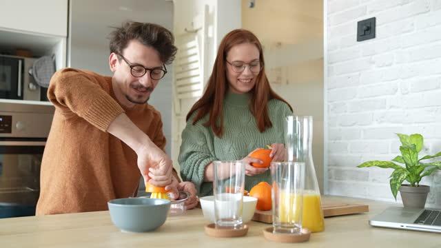 il cibo sano è nella nostra cucina - refreshment video stock e b–roll