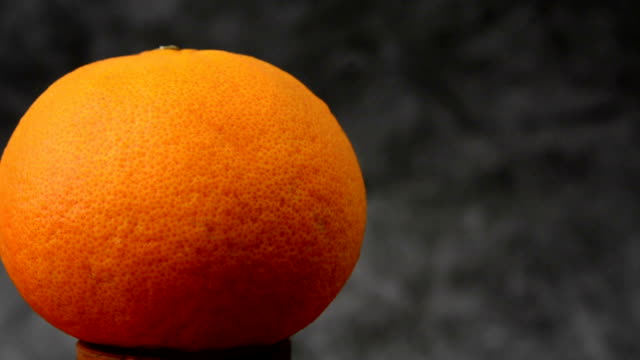 gesunde frucht orange frucht hintergrund orange obst - orange obst hintergrund nahaufnahme orange video - juicy stock-videos und b-roll-filmmaterial