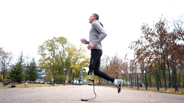 healthy lifestyle man with a artificial leg running outdoors - artificial limb stock videos & royalty-free footage