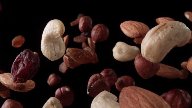 空気中の健全な混合ナット - ナッツ類点の映像素材/bロール