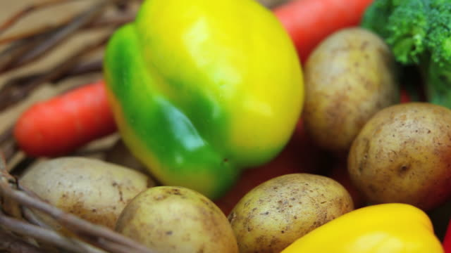 healthy vegetables close-up dolly shot - frische stock videos & royalty-free footage
