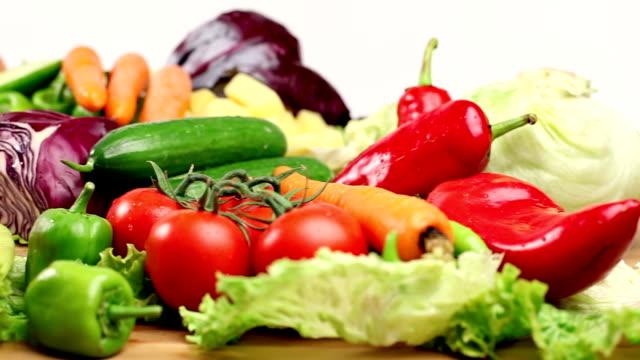vidéos et rushes de légumes sains consept - travelling sur chariot