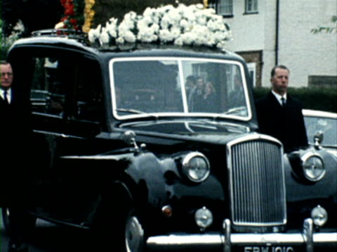 a hearse slowly moves down a road during the funeral of former rolling stone brian jones 10 july 1969 - 1960 1969 video stock e b–roll