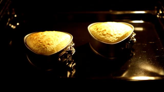 Heart Cake oven. Herzkuchen im Backofen - ZOOM IN
