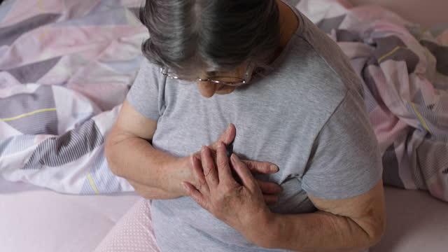 vídeos de stock, filmes e b-roll de doença cardíaca - condição médica
