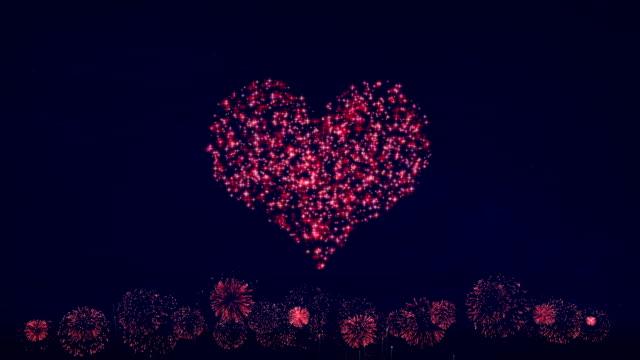 vídeos y material grabado en eventos de stock de san valentín de fuegos artificiales de corazón - tarjeta del día de san valentín