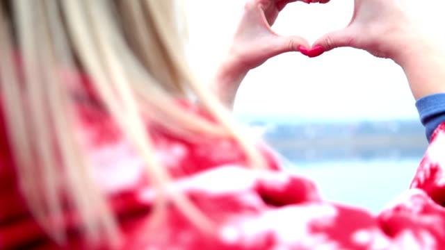 Herz-Hände