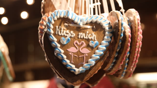 heart of gingerbread with the inscription küss mich in a shop on a christmas market with christmas decoration in germany - advent calendar stock videos & royalty-free footage