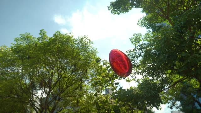 vídeos y material grabado en eventos de stock de globo en forma de corazón - globo de helio