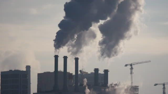 熱電駅 - 工場の煙突点の映像素材/bロール