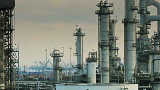 vídeos y material grabado en eventos de stock de heat haze en oil refinery and port - puerto de los angeles