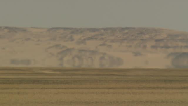 heat waves ripple across vast dunes of sand in the sahara desert. available in hd. - heat haze stock videos & royalty-free footage