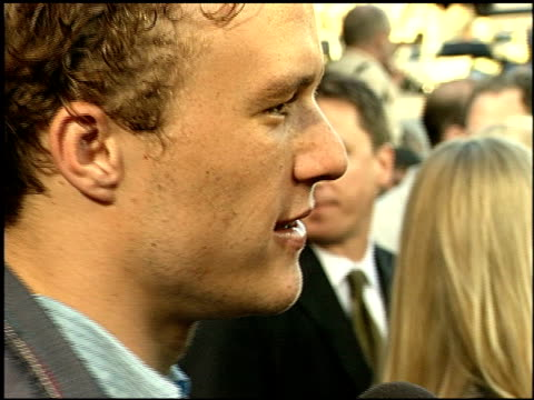 vídeos de stock, filmes e b-roll de heath ledger at the 'a knight's tale' premiere on may 8, 2001. - heath ledger