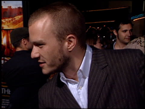 vídeos de stock, filmes e b-roll de heath ledger at the premiere of 'the four feathers' on september 17, 2002. - heath ledger