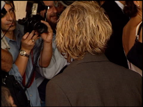 vídeos de stock, filmes e b-roll de heath ledger at the premiere of 'the patriot' on june 27, 2000. - heath ledger