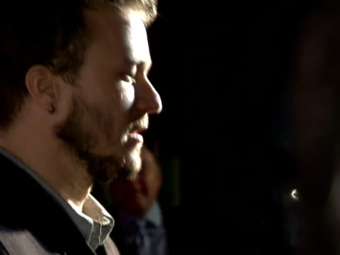 vídeos de stock, filmes e b-roll de heath ledger being interviewd by the boradcast media at the pre-bafta awards party: the london party on february 18, 2006. - heath ledger