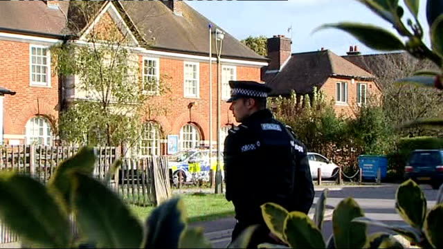 peter foster being questioned haslemere gv house where heather cooper lived gv local police station with police officer on duty bunch of flowers on... - サリー州点の映像素材/bロール