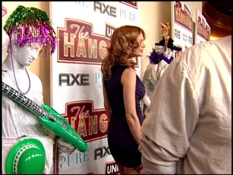 heather graham at the 'the hangover' dvd launch event at las vegas nv - una notte da leoni video 2009 video stock e b–roll