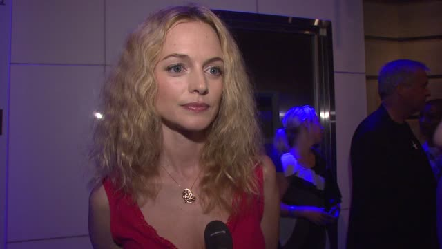heather graham fashion sweep, on playing a heroin addict, working with her cast mates, on randall batinkoff, on her producing, on young hollywood... - 中毒患者点の映像素材/bロール