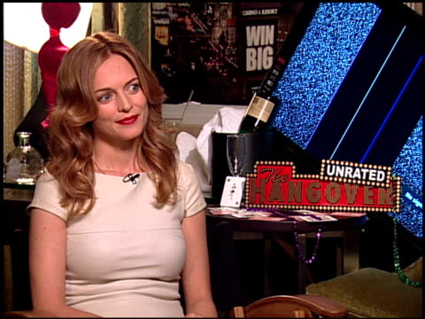 heather graham on how it feels to be back in vegas the most common thing fans say to her the last time she saw ed helms bradley cooper and zach... - una notte da leoni video 2009 video stock e b–roll