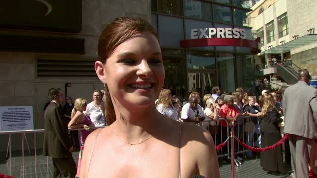 vídeos y material grabado en eventos de stock de heather tom on going back to her dark hair the event and her nomination at the 2007 daytime emmy awards at the kodak theatre in hollywood california... - hair back