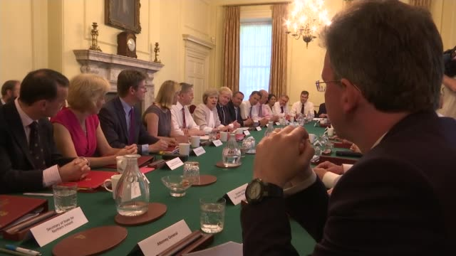 mps may be given a free vote lib / 1972016 downing street number 10 int various of prime minister theresa may mp chairing cabinet meeting - minister stock-videos und b-roll-filmmaterial