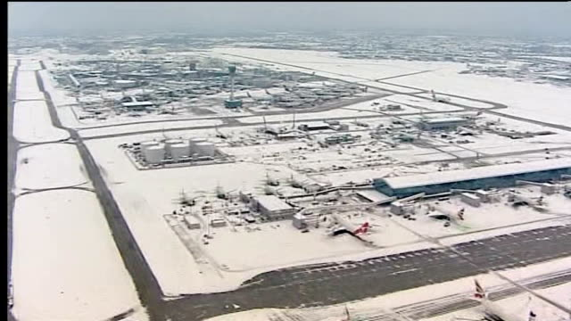 stockvideo's en b-roll-footage met snow covered airport - itv weekend evening news