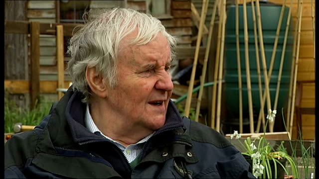 heathrow airport third runway: richard briers joins campaigners; briers interview sot - not very interested in gardening / on all british towns... - richard briers stock videos & royalty-free footage