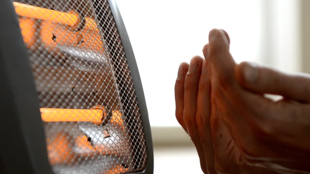 Heating hands, small mobile electric heater