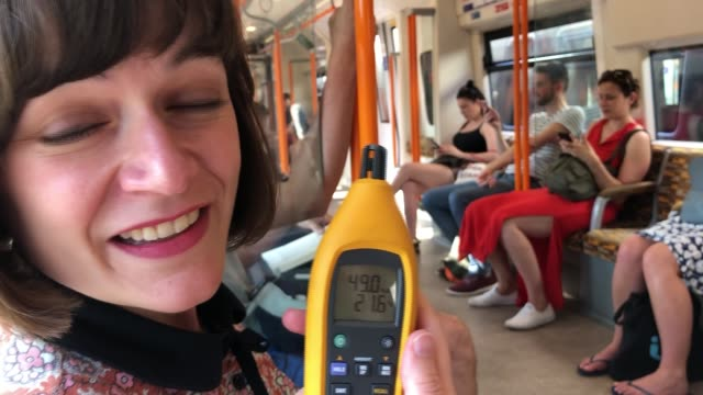 best and worst ways to get around london in the heat; england: london: int overground train reporter to camera tracking view out window of train ext... - 熱波点の映像素材/bロール