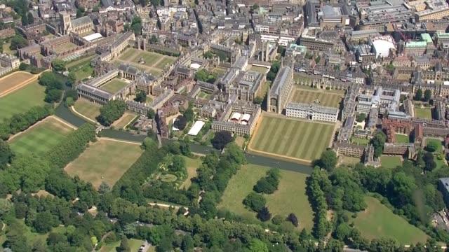 cambridge aerials; england: cambridgeshire: cambridge: air views / aerials city of cambridge including cambridge university / punts on the river cam - イングランド ケンブリッジ点の映像素材/bロール