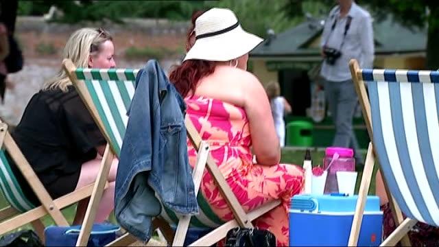 stratford on avon gvs england warwickshire stratforduponavon ext / sunny gv couple sitting on bench under purple umbrella / gvs people sitting in the... - deckchair stock videos & royalty-free footage