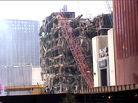 heavily damaged building in the wake of the 9/11 terrorist attacks in downtown manhattan. - september 11 2001 attacks点の映像素材/bロール