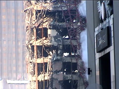 heavily damaged building in the wake of the 9/11 terrorist attacks in downtown nyc. - september 11 2001 attacks点の映像素材/bロール