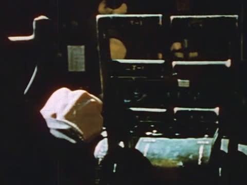 vídeos de stock, filmes e b-roll de heavy bombers on air raid above germany - air raid