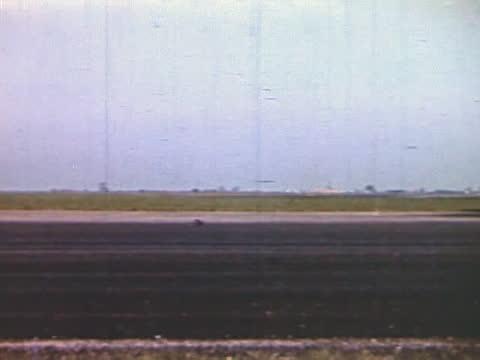 vídeos de stock, filmes e b-roll de heavy bombers taking of for air raid on german territory - air raid