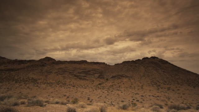 T/L WS Heavy clouds rolling above desert landscape, Valley of Fire State Park, Nevada, USA