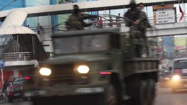 vídeos de stock, filmes e b-roll de heavy fight between islamic rebels and the philippine troops in marawi southern philippines on june 9 2017 philippine military jets fired rockets at... - filipino