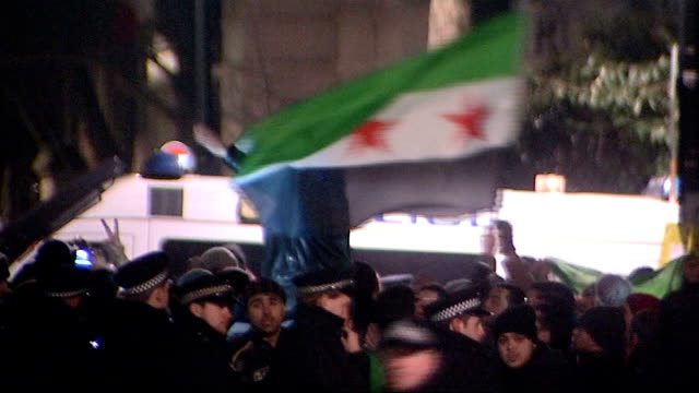 heavy fighting continues / russia and china veto un resolution england london police cordon around protesters outside syrian embassy in london - ロープ仕切り点の映像素材/bロール