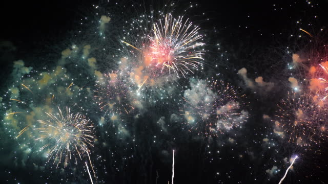 heavy firework 4k - pyrotechnic effects stock videos & royalty-free footage
