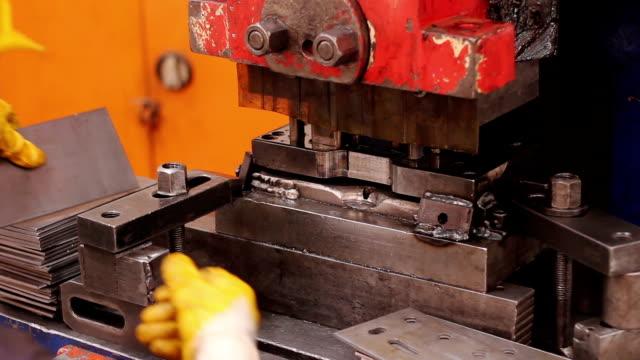 Heavy industry - machine Manual Worker
