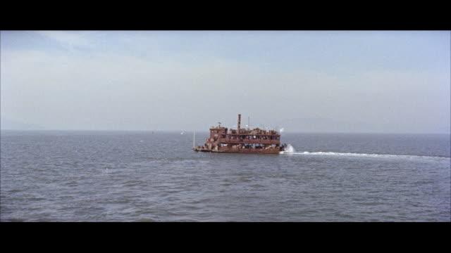 stockvideo's en b-roll-footage met ws  heavy loaded ferryboat moving in sea / hong kong - breedbeeldformaat
