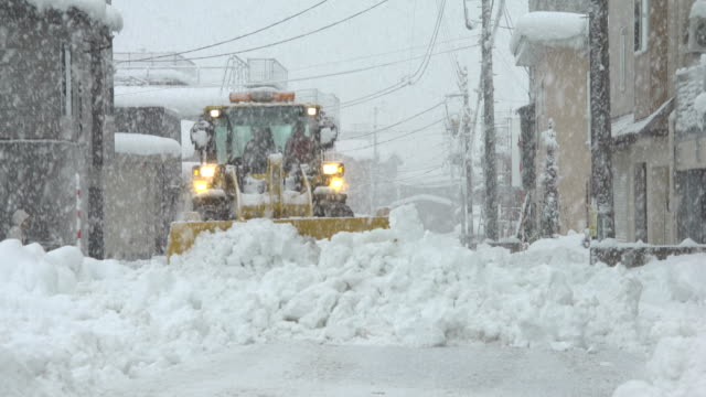heavy machinery clears roads in northern japan during a major winter storm - major road bildbanksvideor och videomaterial från bakom kulisserna