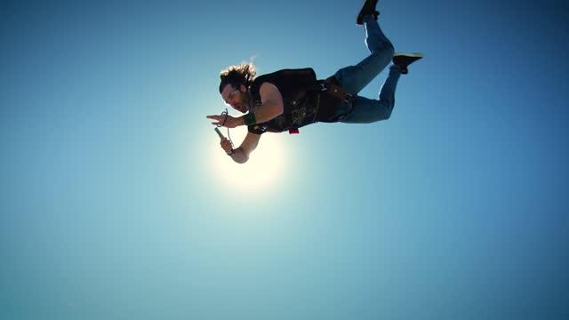 heavy metal skydiving - rock stock-videos und b-roll-filmmaterial