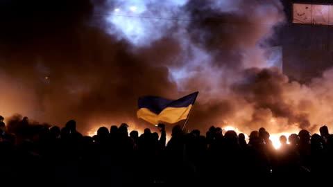 vídeos de stock, filmes e b-roll de fortes protestos em kiev, janeiro de 2014 - ucrânia