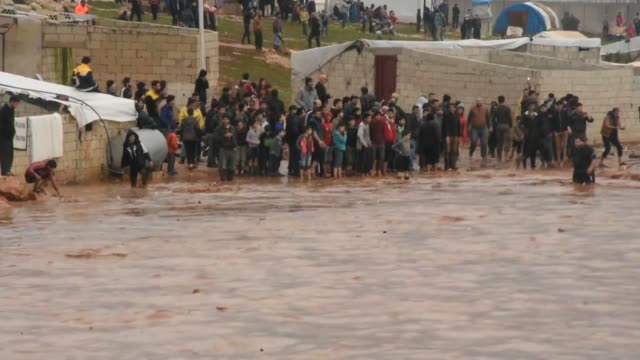stockvideo's en b-roll-footage met heavy rain causes flooding in atma refugee camp in idlib province of northwestern syria on december 27 2018 - vluchteling ontheemden