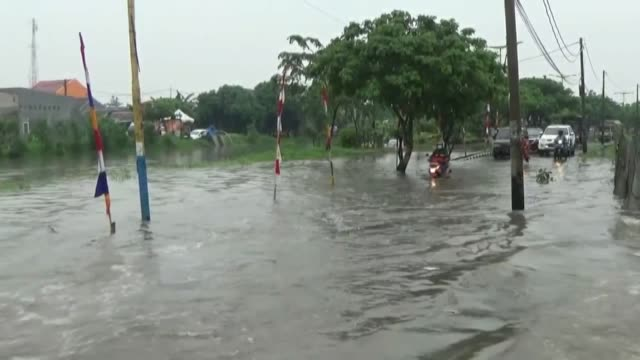 heavy rainfall caused flood and killed 2 people in jakarta, indonesia on february 22,2017. according to sutopo purwo nugroho, spokeperson of... - jakarta stock videos & royalty-free footage