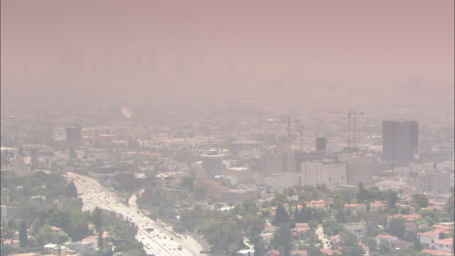 heavy smog hangs over downtown los angeles, california. - smog stock-videos und b-roll-filmmaterial