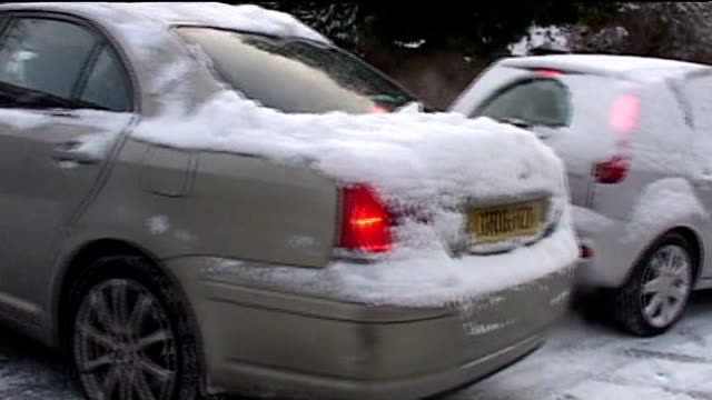 heavy snow across britain causes chaos hampshire southampton shots of cars skidding in snow and black ice - 横滑り点の映像素材/bロール